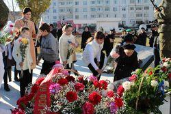 В Каспийске почтили память жертв теракта, совершенного в ночь с 15 на 16 ноября 1996 года. Фото: Пограничное управление ФСБ РФ по Республике Дагестан