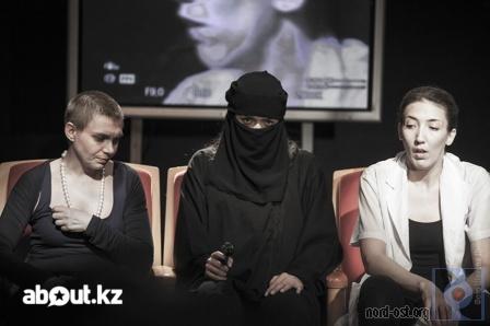Сцены из спектакля Алматинского театра «ARTиШОК»